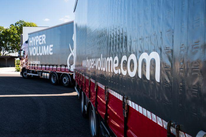 Camion et remorque spécial grand volume by Transports Cordier