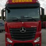 Arrivée des premiers camions Mercedes