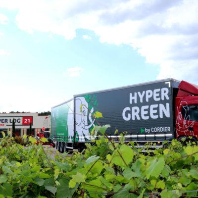 Deux camions Hyper Green pour un transport décarboné